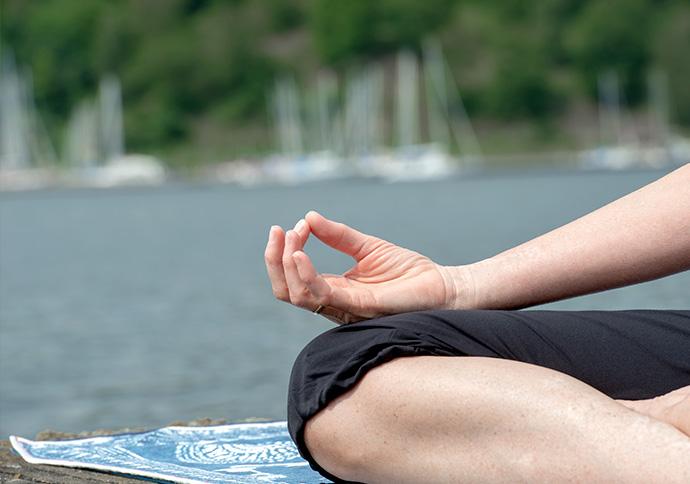 Mit mindfulness- og yogakursus giver ro og nærvær.